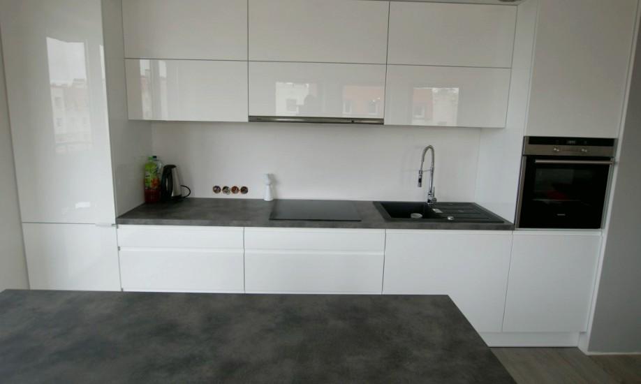 Blizgūs virtuvės baldai