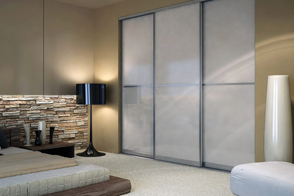 Indeco spintos su stiklinėmis durimis