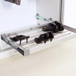 Ištraukiama metalinė lentyna batams