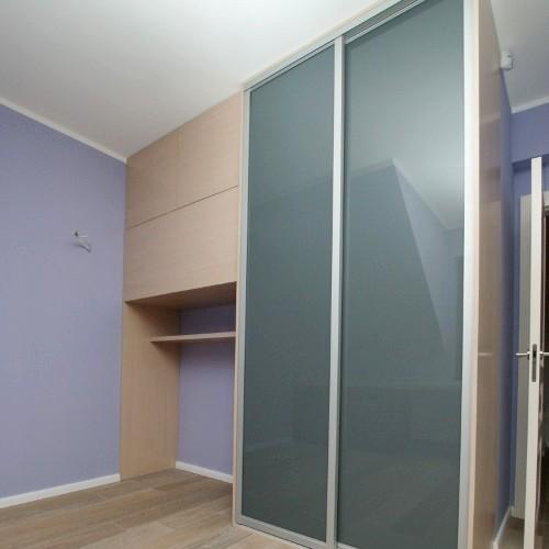 Sieninės spintos su pilku dažytu stiklu