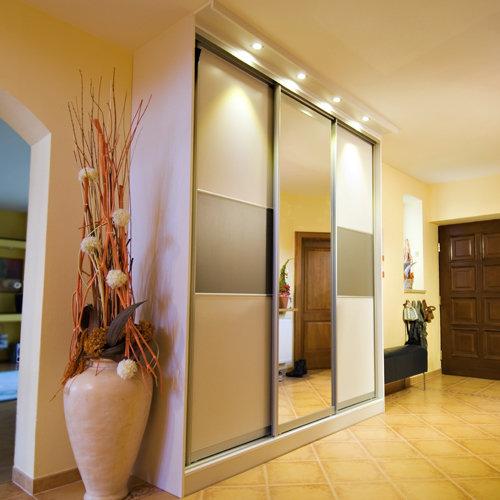 Sieninės spintos su veidrodžiu ir stiklais