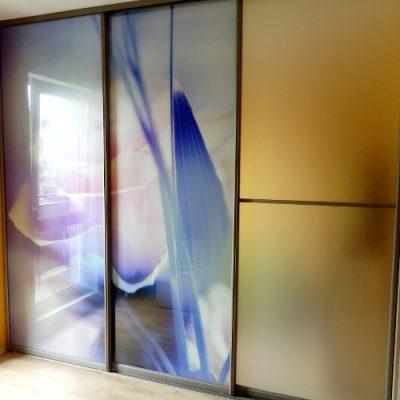 Slenkančios durys su nuotrauka
