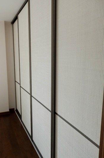 Stumdomos durys su Rattano pinta plokšte